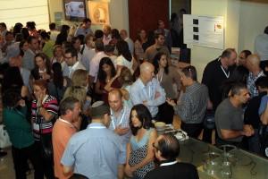"""כנס שנתי בעדשות מגע 2012. קהל הכנס בזמן הפסקה. קבלת תמונה ד""""ר ניר ארדינסט"""